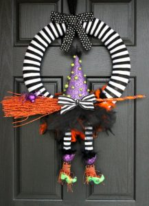 Witchy wreath- craftysisters