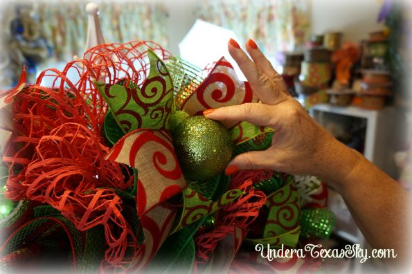 christmas-deco-mesh-wreath-23