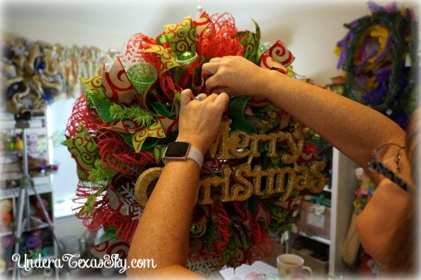 christmas-deco-mesh-wreath-24