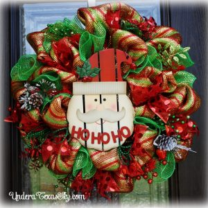 santa-deco-mesh-wreath